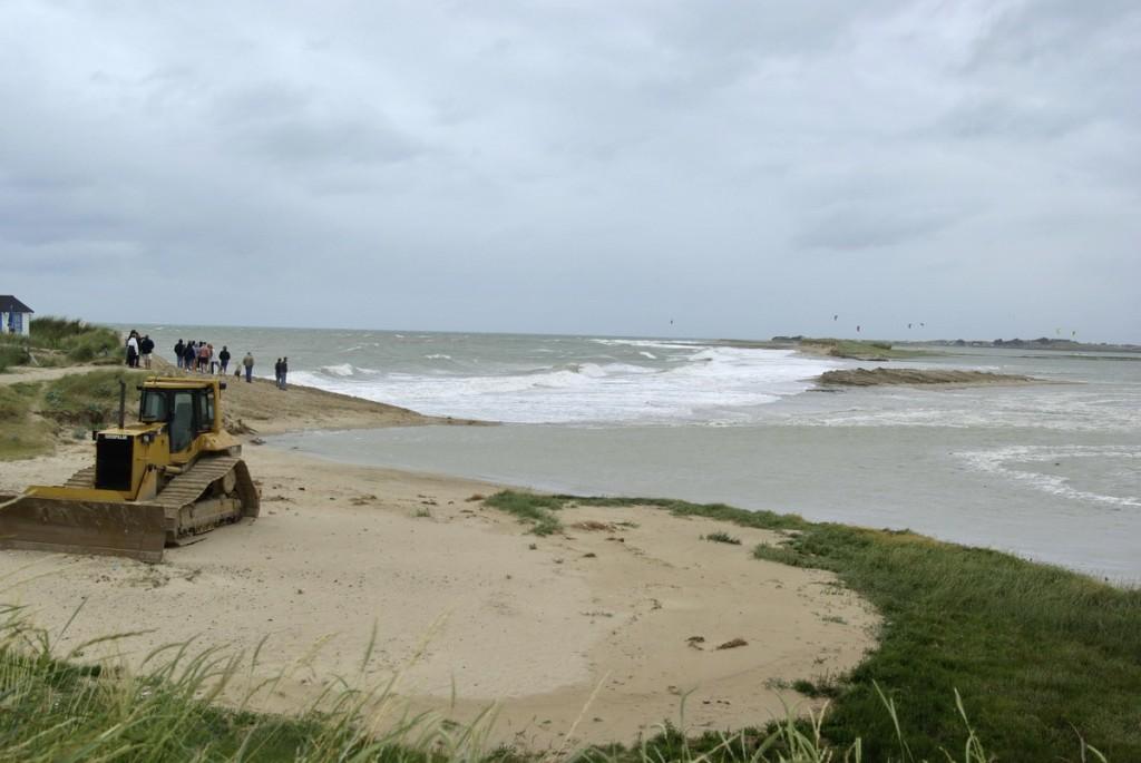 Les bulldozers n'ont pas arrêté la mer à Blainville-sur-Mer en 2008!