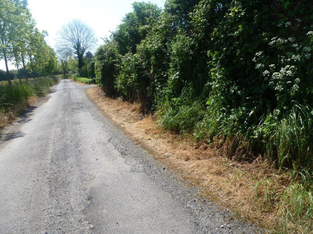 Traitement à l'herbicide en campagne. Un exemple à bannir !