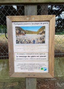 Panneau posé à l'entrée de la vallée du Lude par la municipalité de Carolles